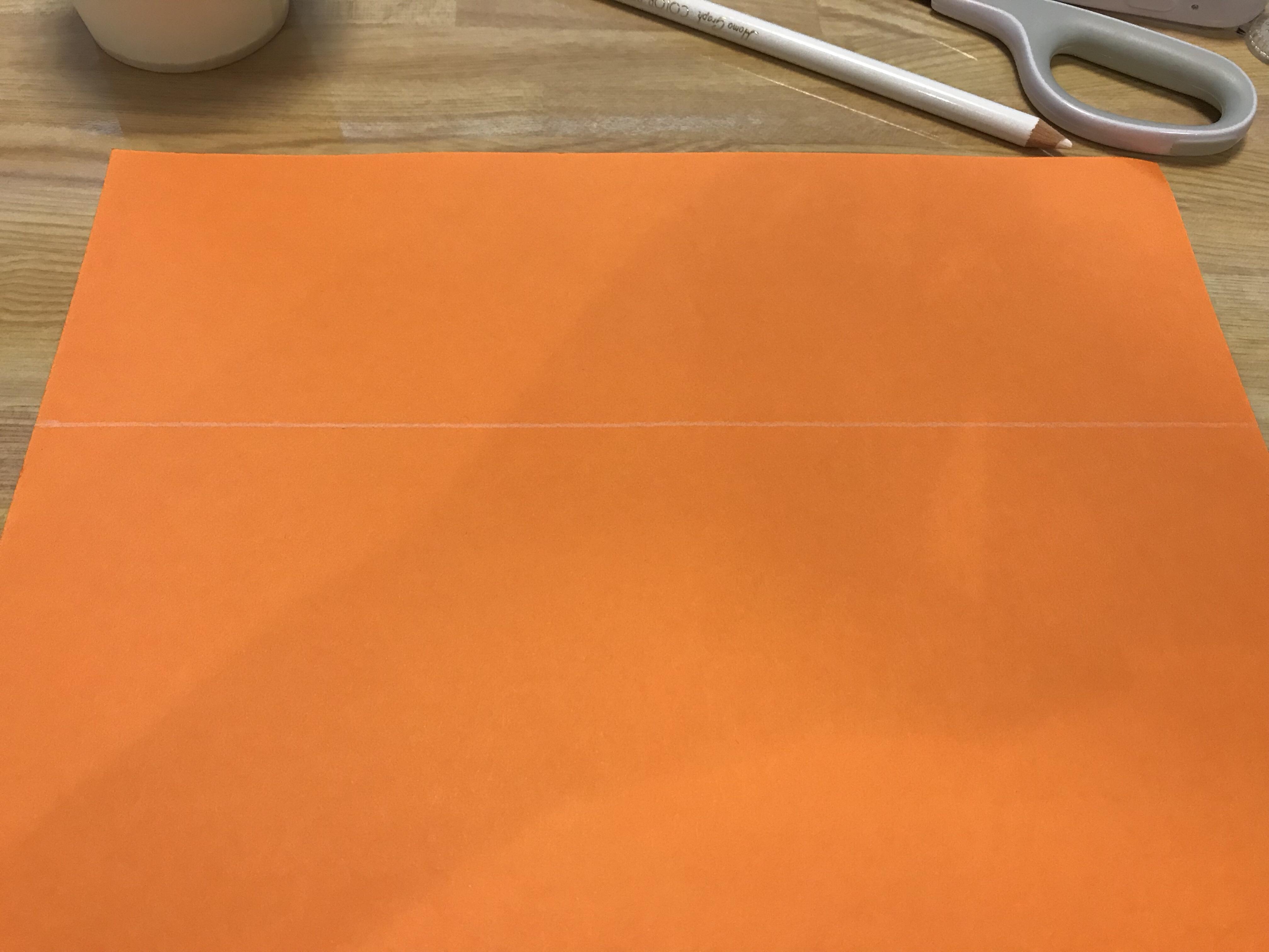 画用紙に線を引いた写真。