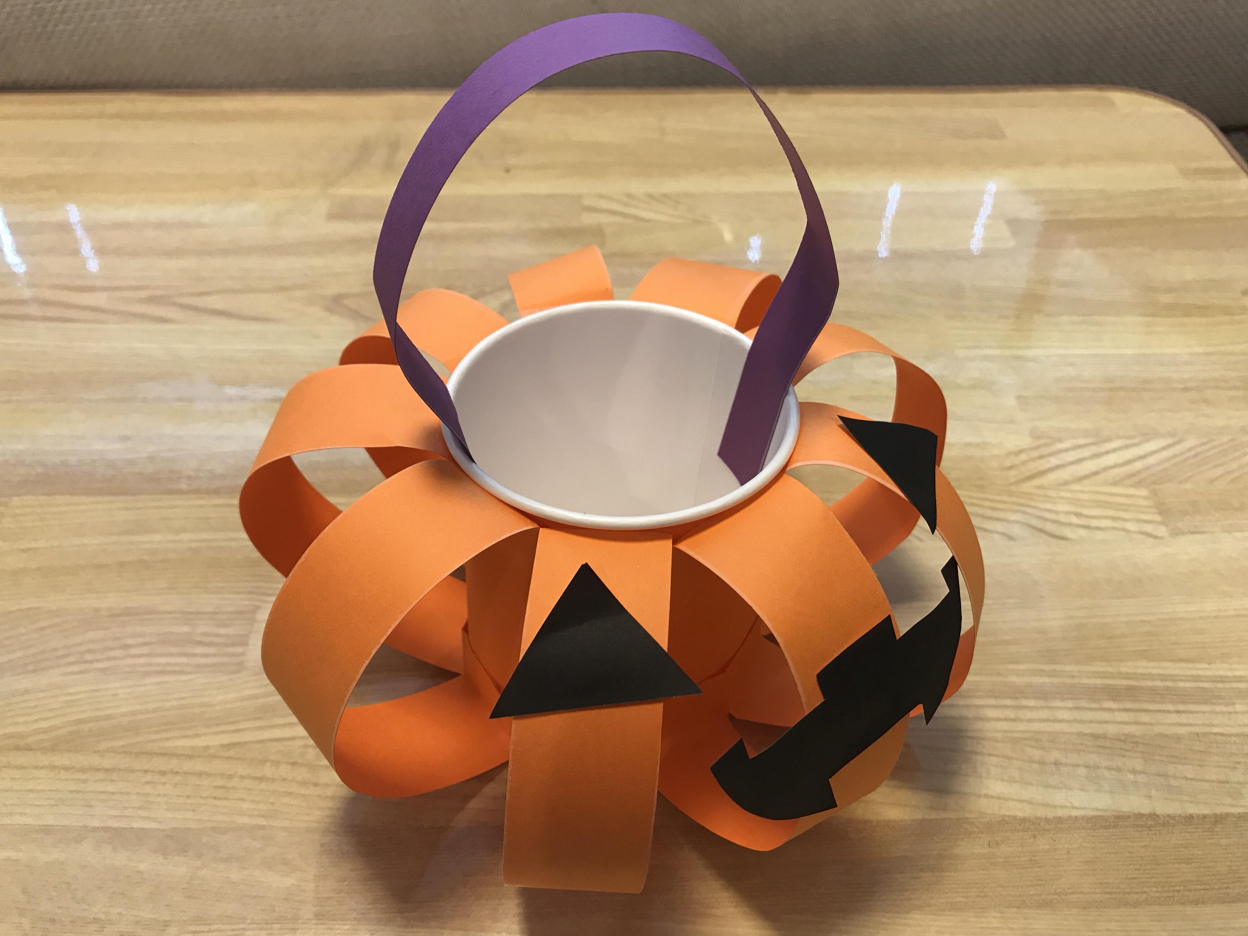 ハロウィン、ジャックオランタンのお菓子入れ物完成の写真!