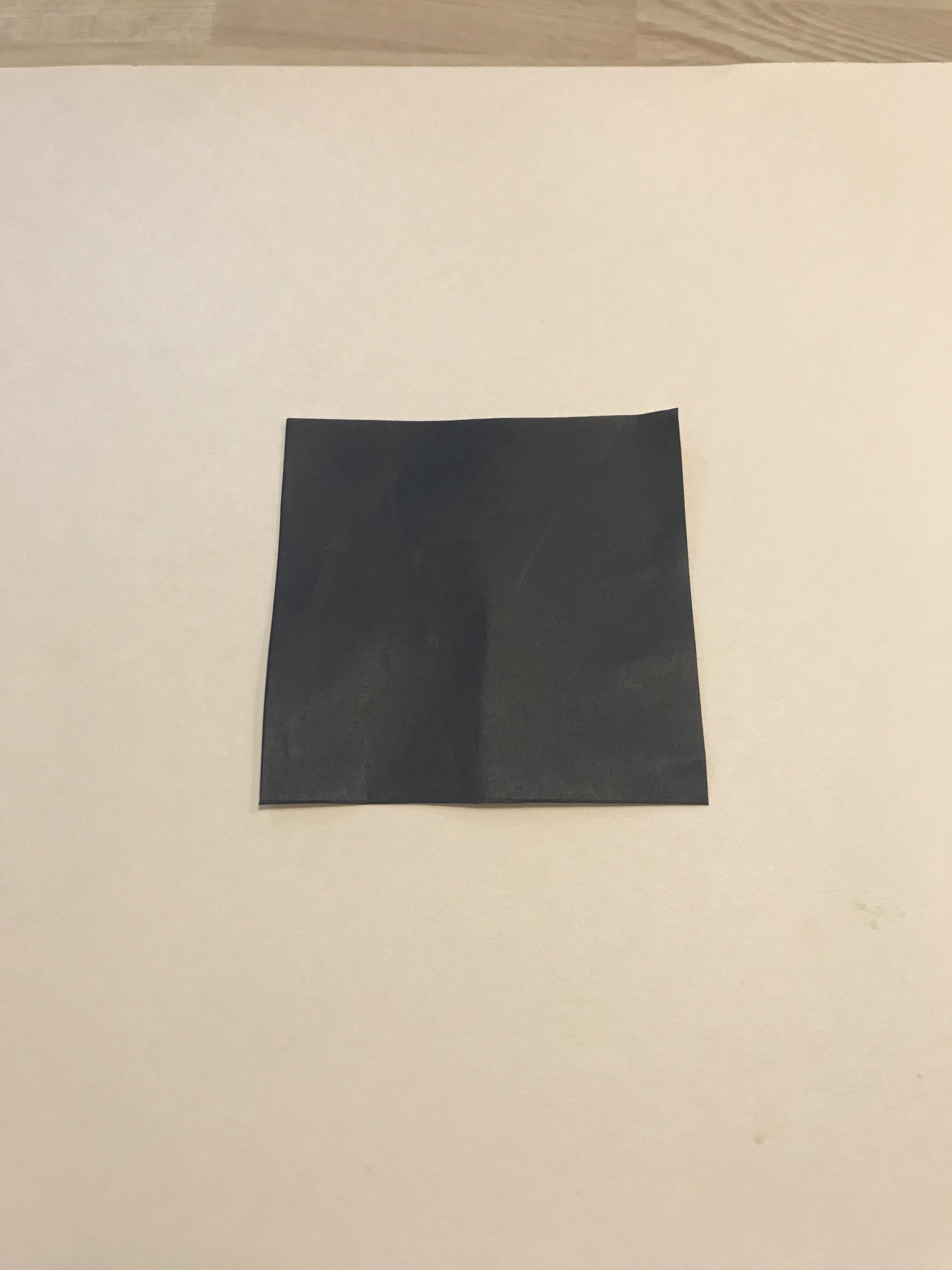 1/4サイズの黒い折り紙