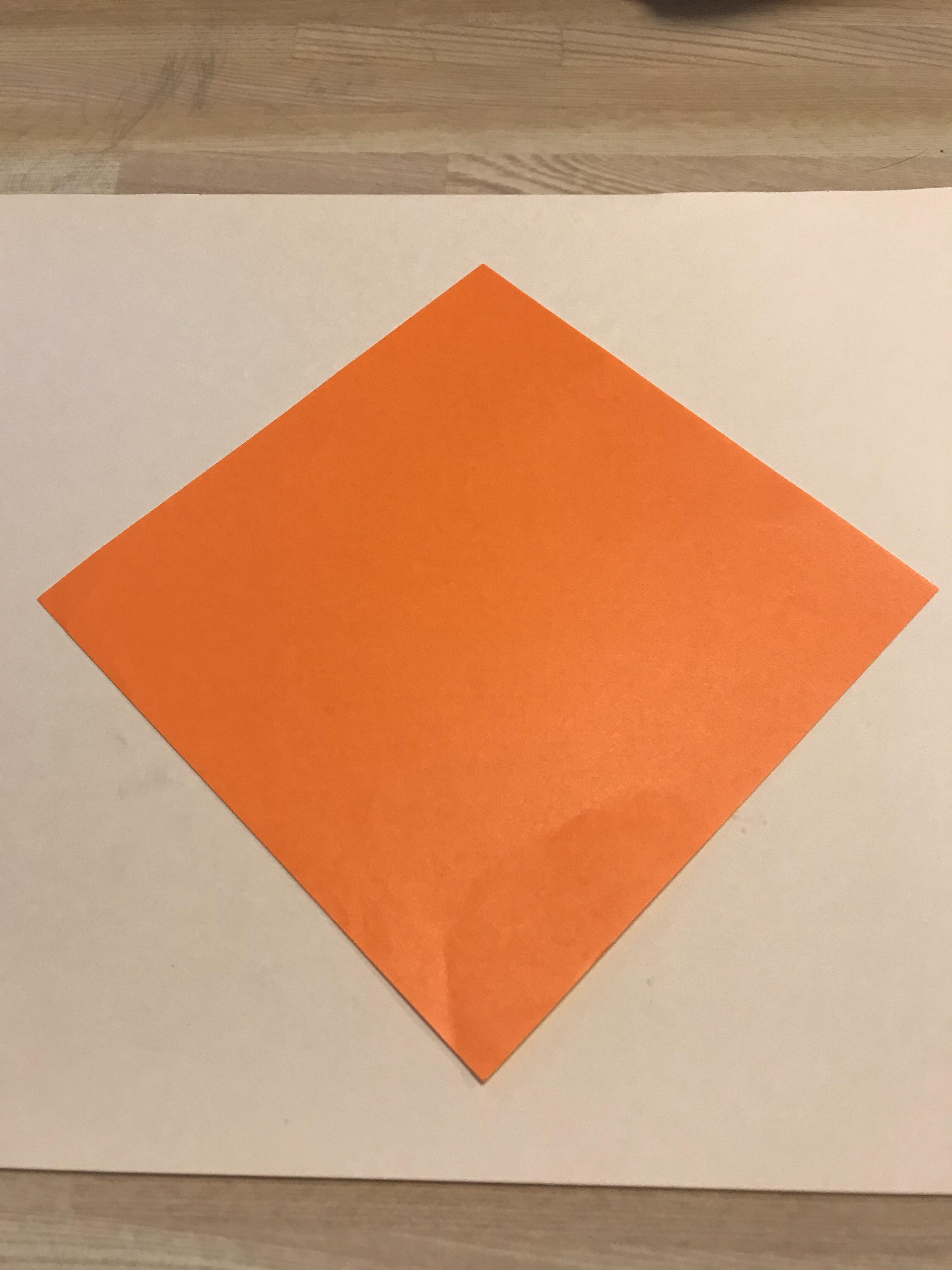オレンジ色の折り紙(普通サイズ)