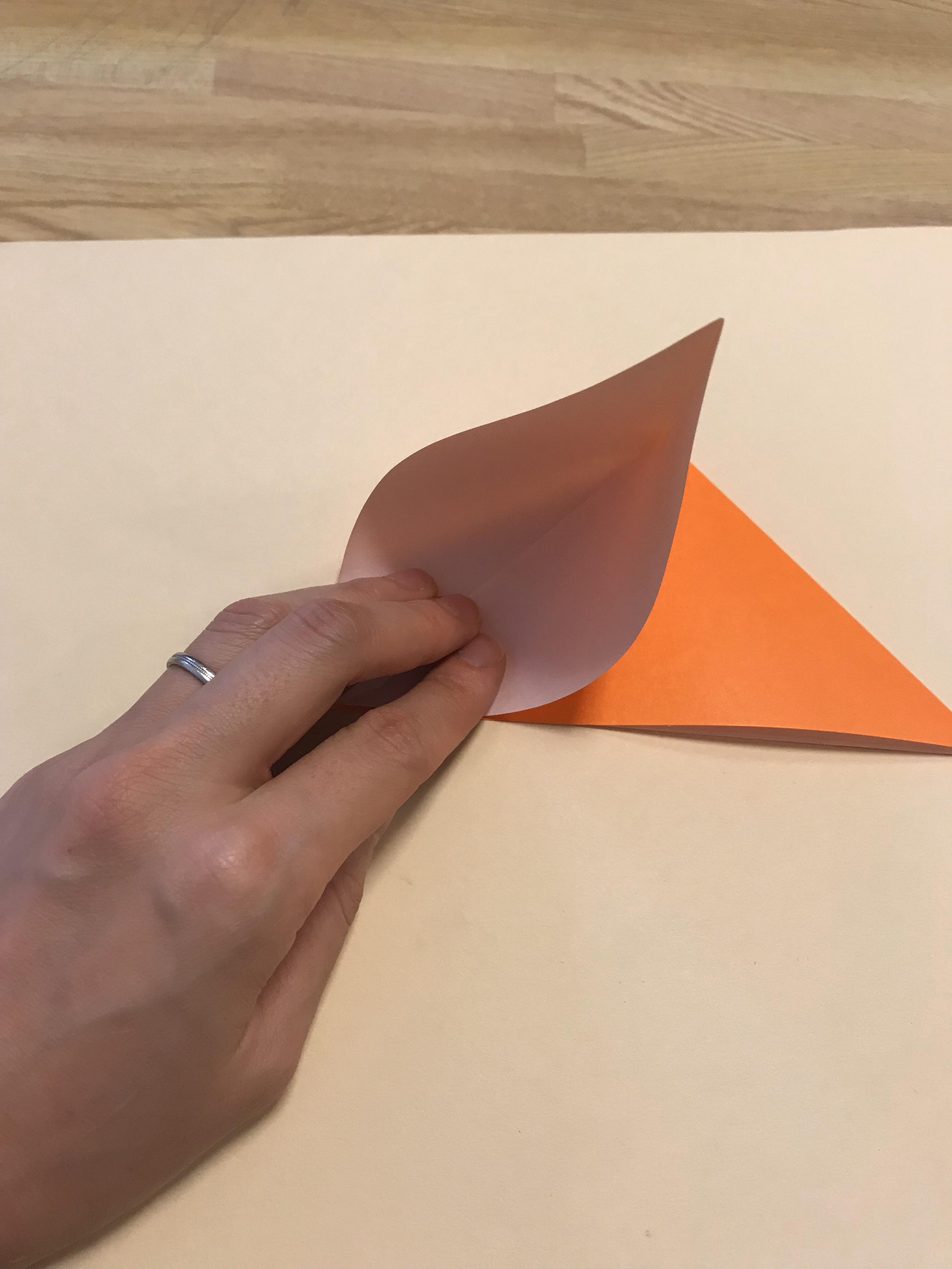 袋を開いて、四角を作っている途中の図