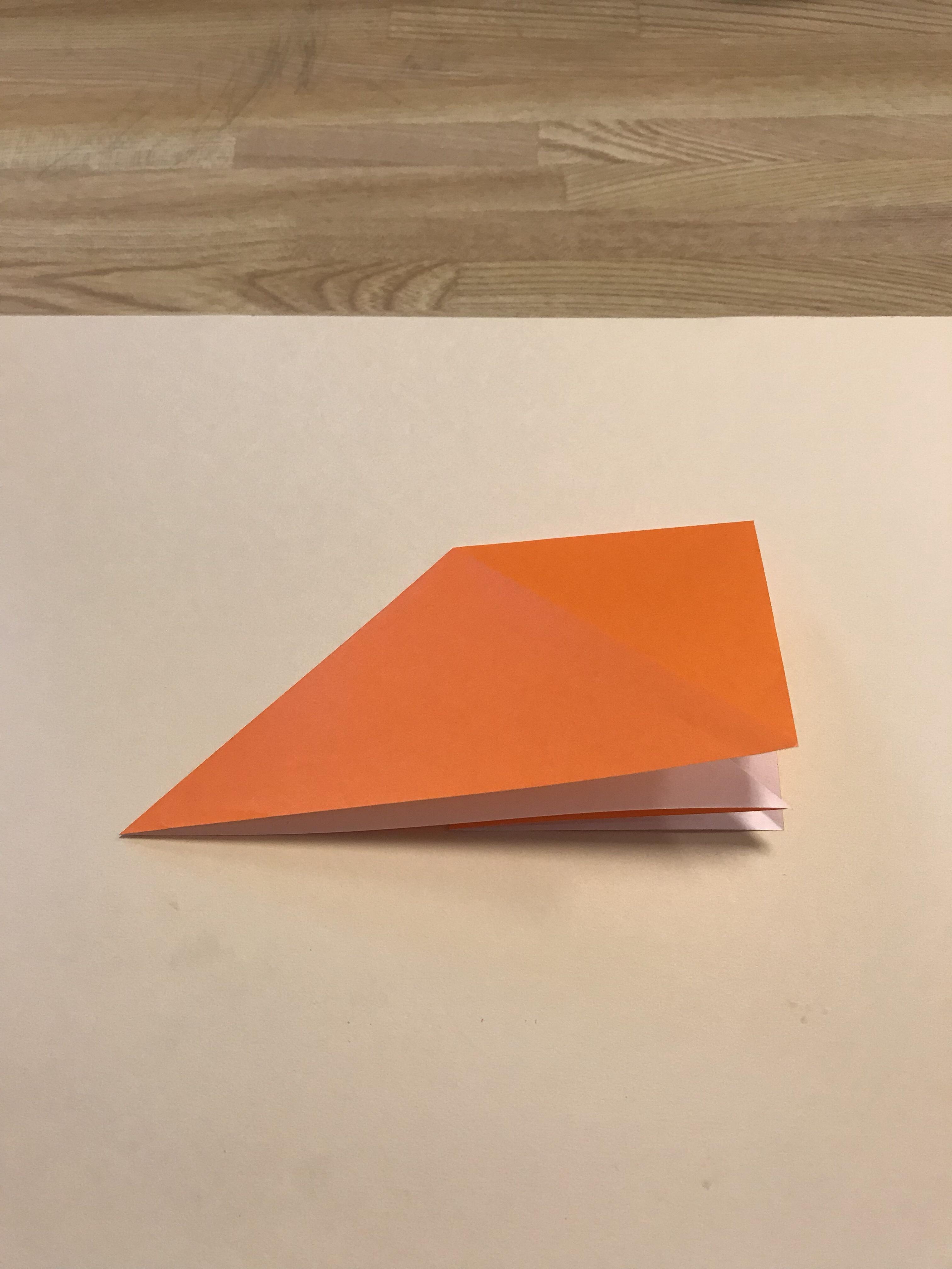 裏返して、裏側も四角を作ろうとする図