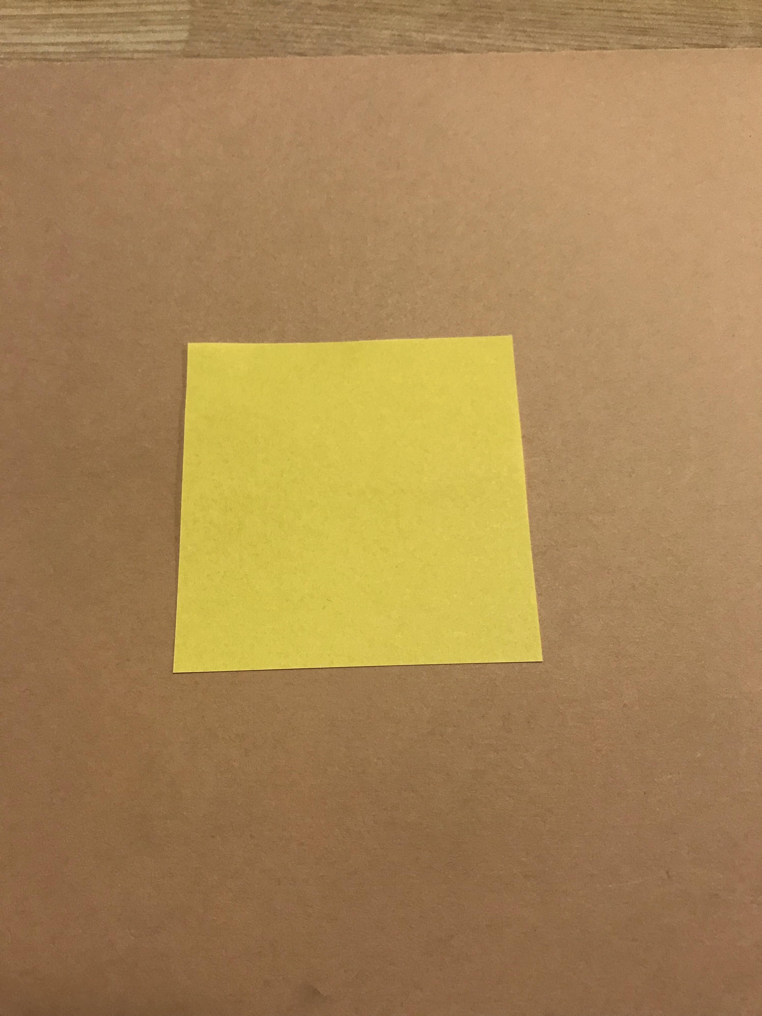 普通サイズの折り紙を4等分して、カットした後の写真。